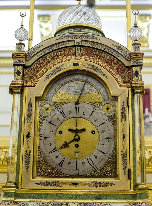 220 yıllık altın saat defilede ortaya çıktı